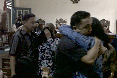 Keluarga Camat Terdakwa Korupsi Histeris