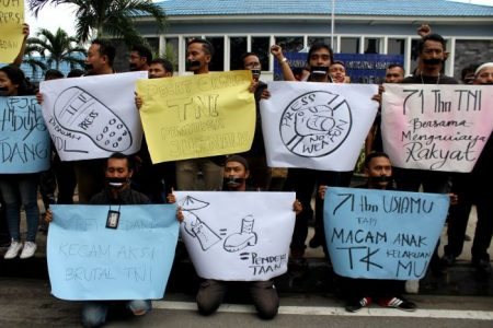Aksi 'Hitam' Jurnalis Sumut untuk TNI